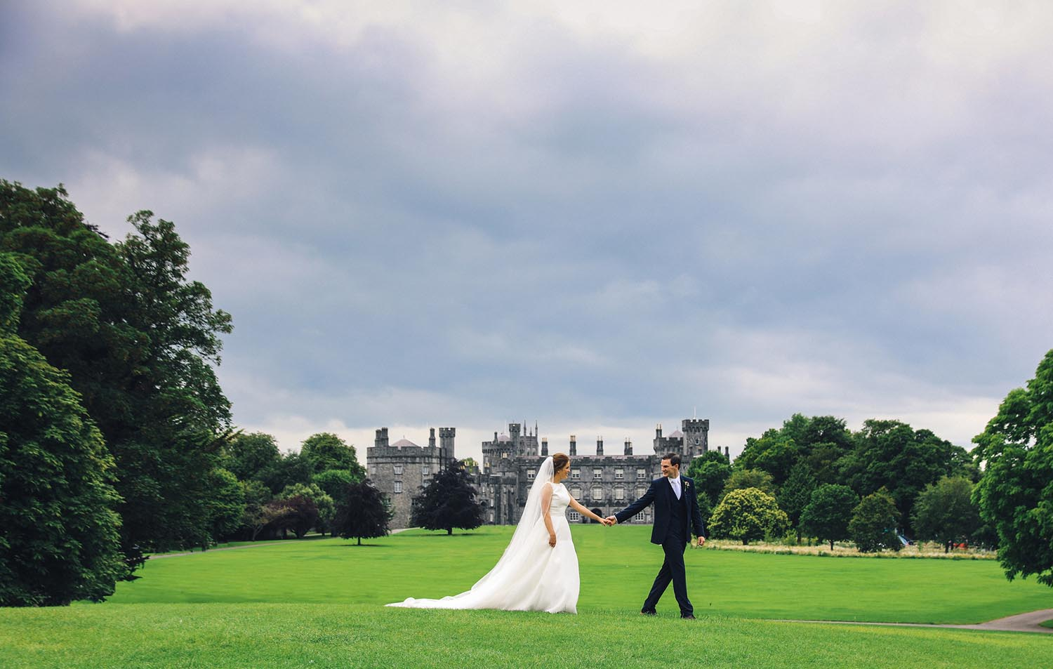 Married couple with Kilkenny Castle in the background