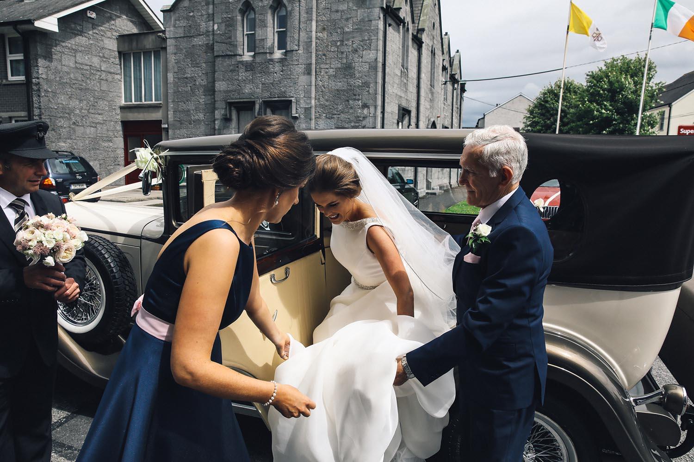 Bride arriving to Kilkenny Cathedral